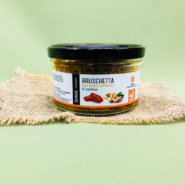 Брускетта из вяленых томатов с кешью и оливковым маслом