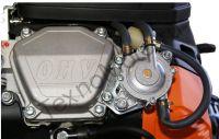LIFAN 2V80F-2A, 29 л.с., 2-х цилиндровый, бензиновый, масляный радиатор, катушка освещения 20А, вал 25 мм, объем 688см³, ручной и электрический стартер, счетчик моточасов, выпрямитель тока 20 Ампер, масляный радиатор,вес 53 кг.