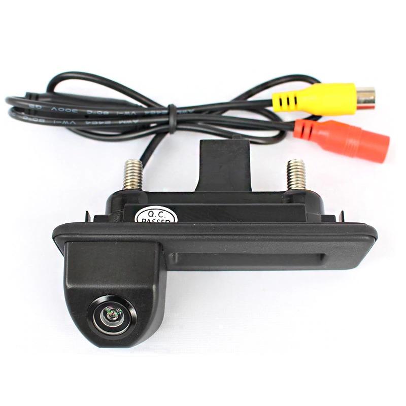 Камера заднего вида Шкода Октавия А7 в ручку багажника