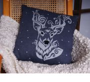 Подушка с оленем