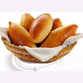 Пирожки печёные с яблоком и брусникой
