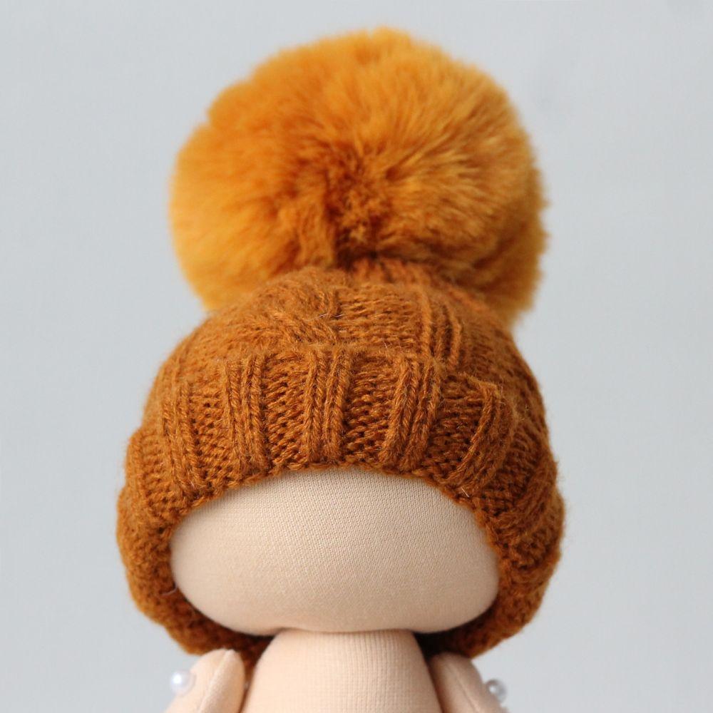 Вязаная шапочка для куклы Коричневая с помпоном