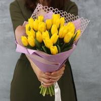 25 желтых тюльпанов в красивой упаковке