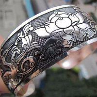 Женский широкий браслет с орнаментом