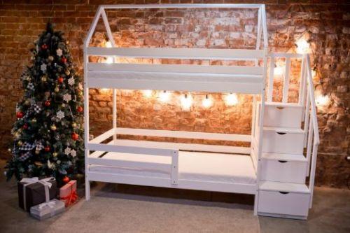 Кроватка двухъярусная с лесенкой комодом