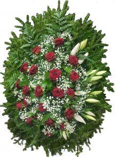 Венок на похороны из живых цветов #18 красные розы, лилии, и хвоя
