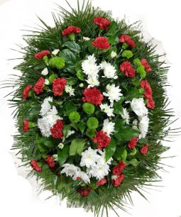 Ритуальный венок из живых цветов #22 лилии, розы, хвоя