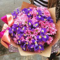 Ирисы и хризантемы