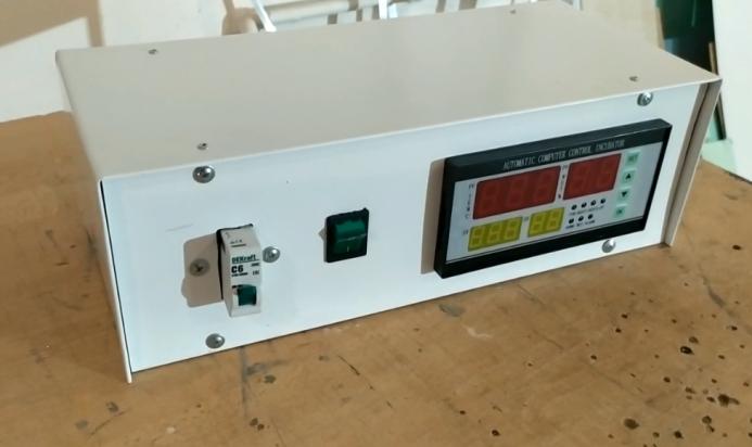 Блок управления инкубатором в сборе