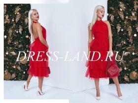 Красное коктейльное платье с чокером