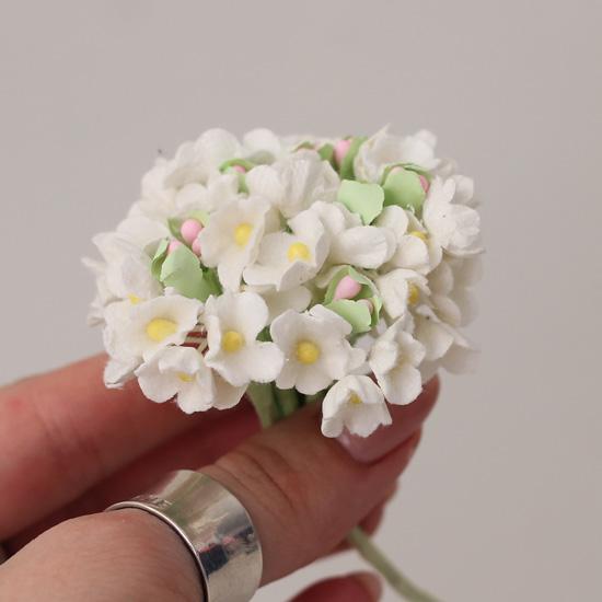 Букетик бумажных цветов, белые - Кукольная миниатюра