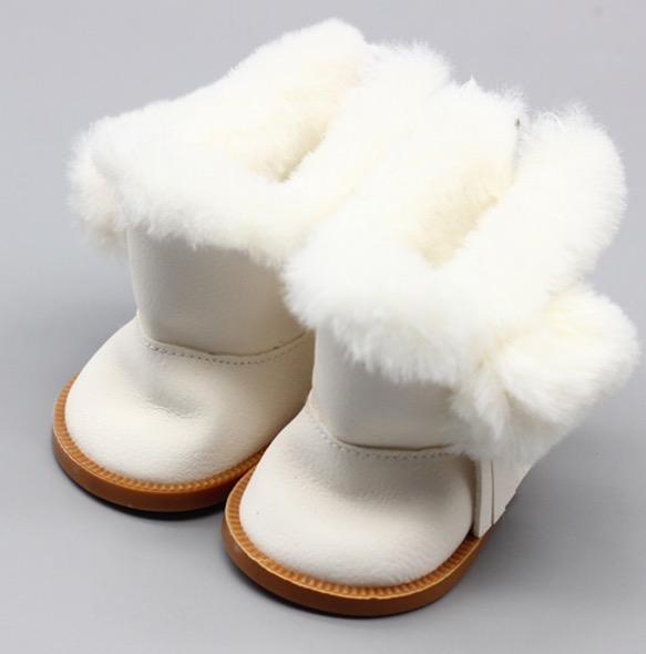 Обувь для кукол сапожки на замочке с мехом 7,5 см - белые