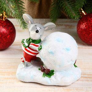 "Сувенир полистоун ""Мышонок в шарфике лепит снежный шар"" 10х7х9,5 см   4285137"