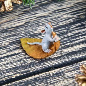 """Сувенир полистоун миниатюра """"Мышонок на листике"""" 3,5х2х3,5 см   4128523"""