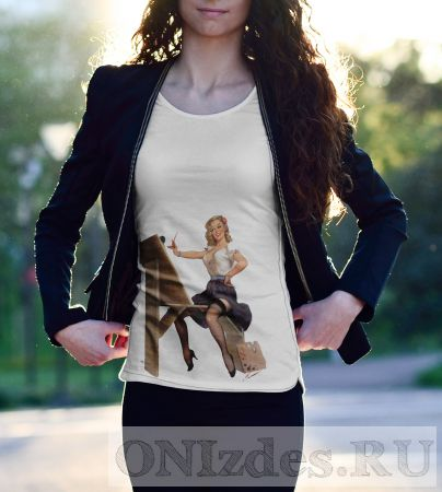 """Пин-Ап футболка """"Сексуальная девушка художник"""""""