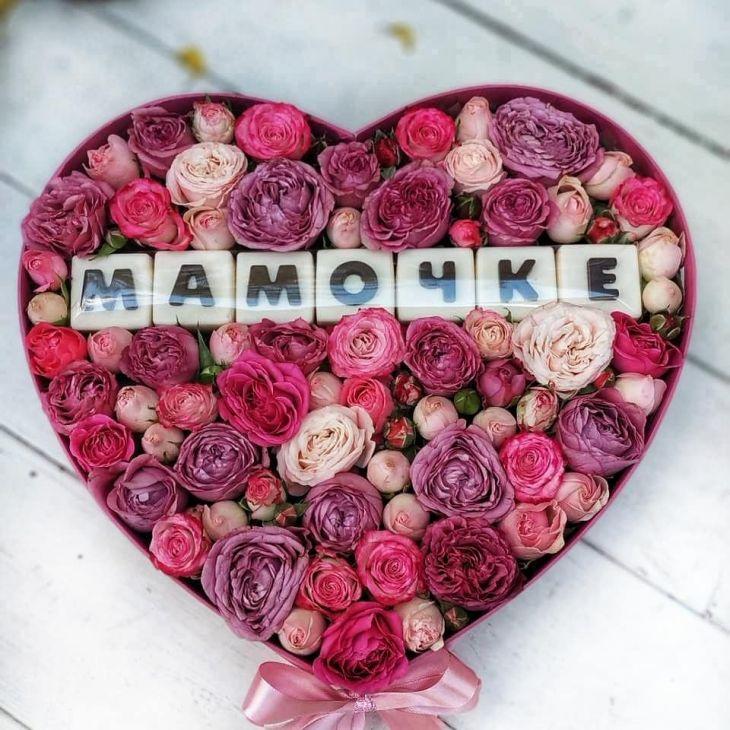 Коробочка из шоколадных букв и пионовидной розы