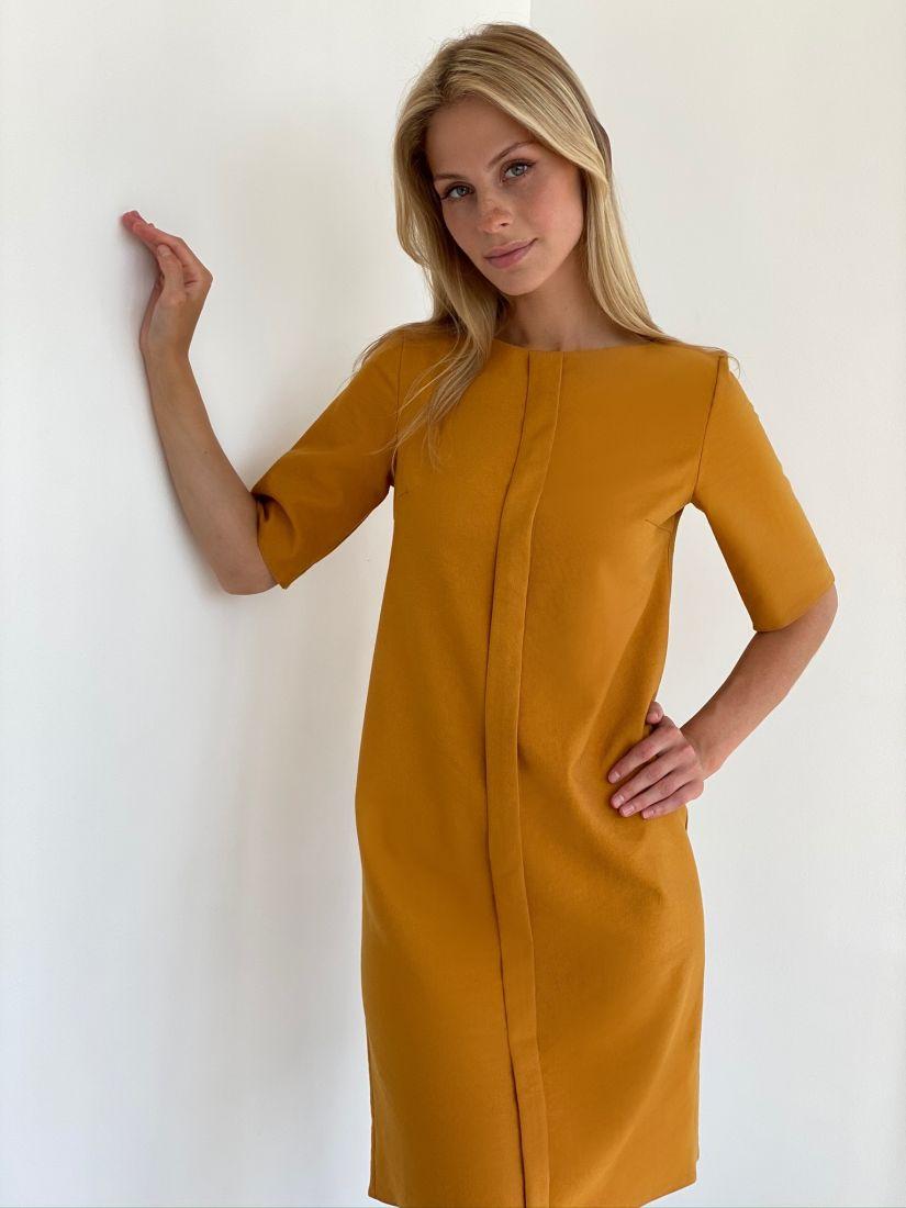 s2139 Платье из микровельвета с планкой в горчичном цвете