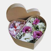 Коробка сердце с эустомой