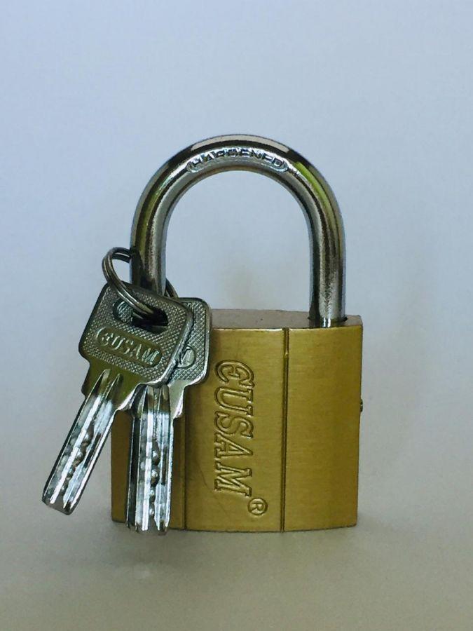 Замок Навесной GUSAMI, 50 мм, золото, перфорированный ключ дуга