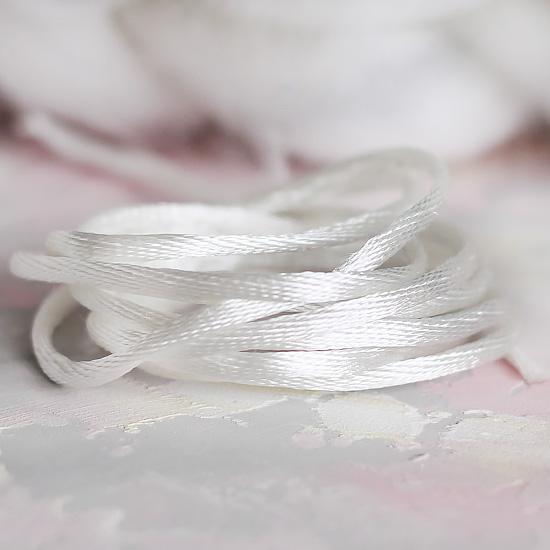 Шнурок атласный Белый