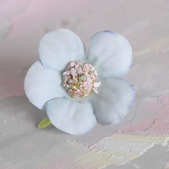 Цветок тканевый Ромашка светло-голубая 2 см