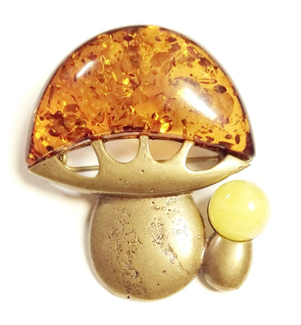 Брошь гриб с янтарем