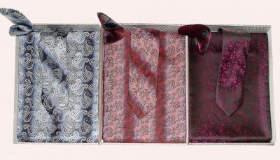 Комплект подарочный  (галстук, кашне утеплённое и платок в коробочке)