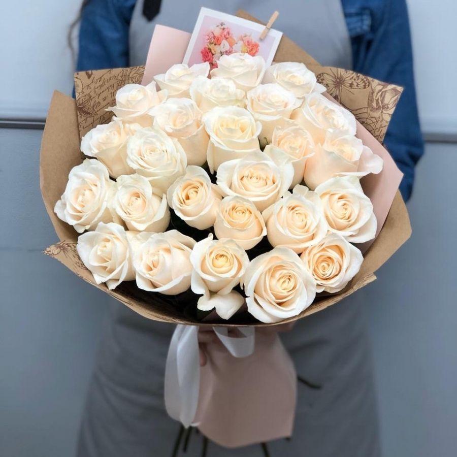 25 белых роз 50 см в крафт бумаге