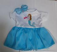 Платье с голубой юбкой и заколка