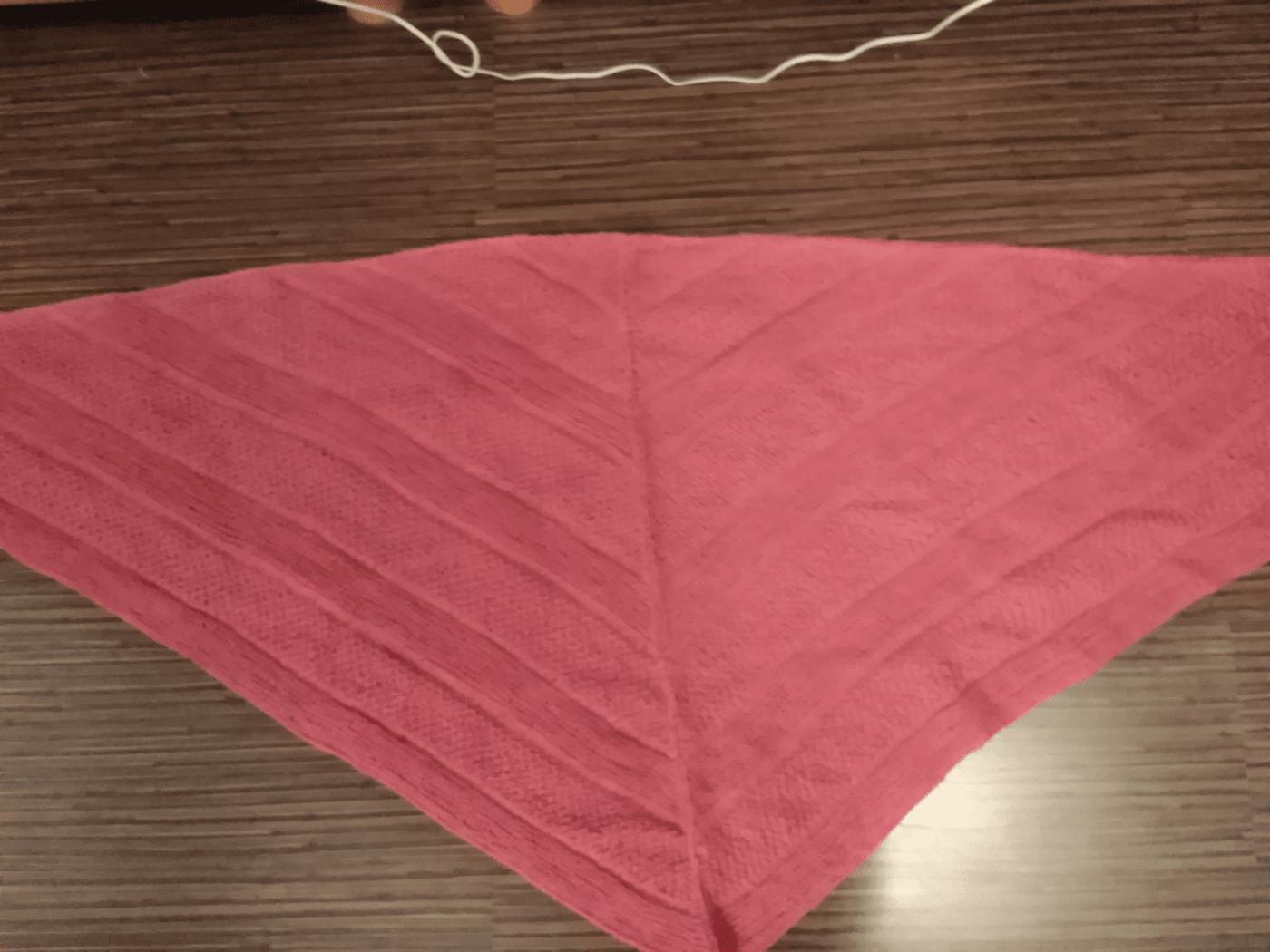 Вязаная шаль ( платок , бактус)-темная роза