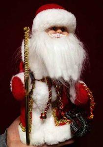 Дед Мороз с посохом музыкальный (29 см)