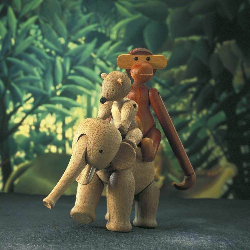 Слоненок из дерева