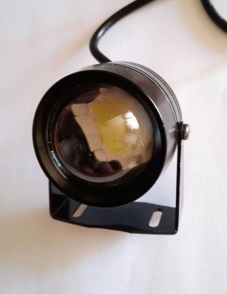 Круглая светодиодная LED фара рабочего света 10W линзованная
