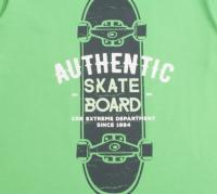 Джемпер для мальчика зеленого цвета с рисунком скейта