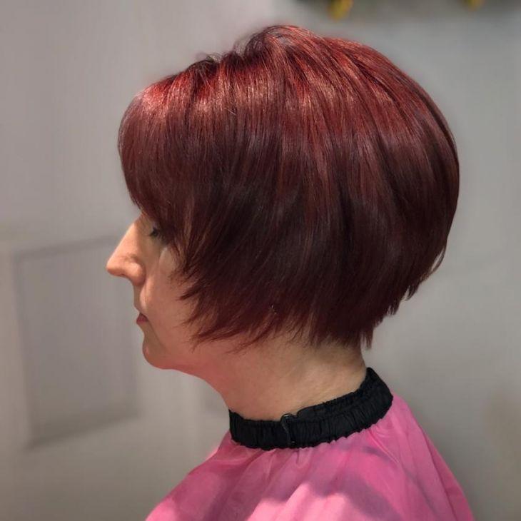 Стрижка и окрашивание волос.