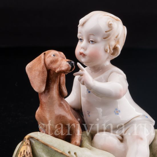 Изображение Малыш с таксой, Capodimonte, Италия, сер. 20 в.