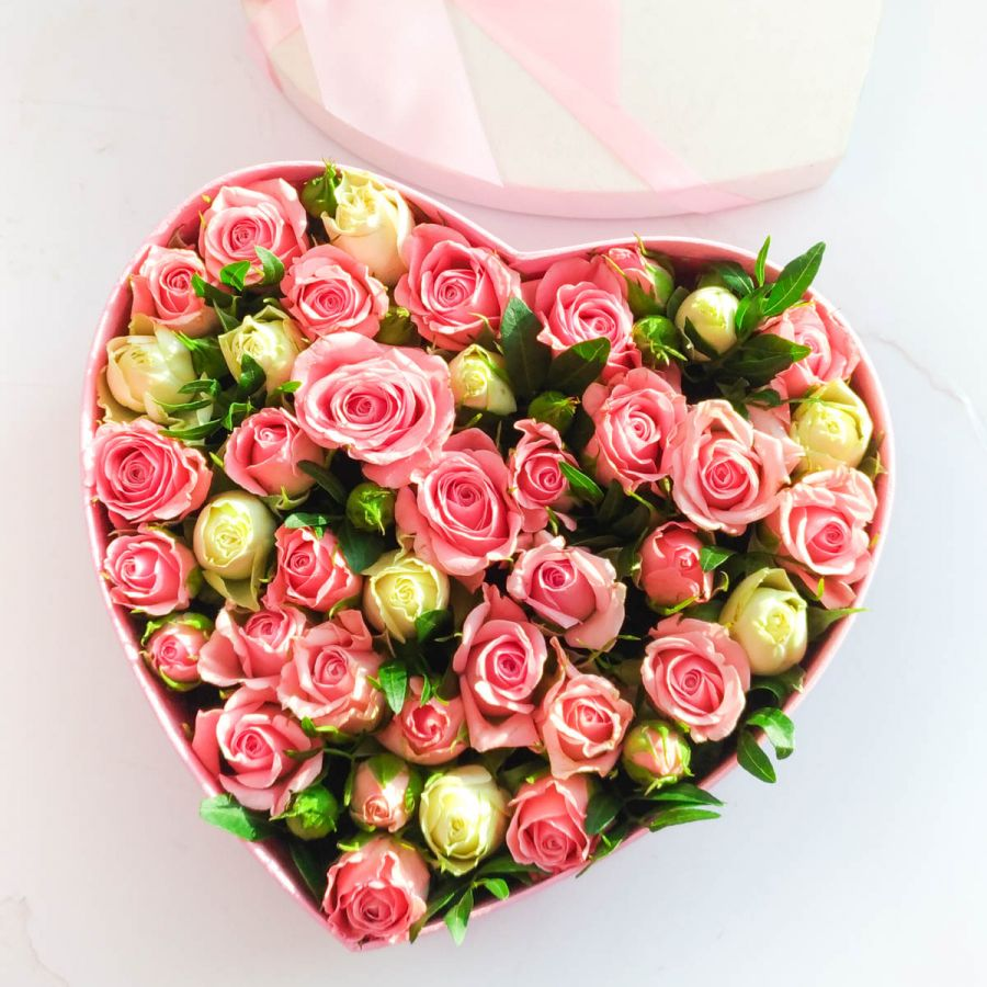 Сердце с кустовыми розами