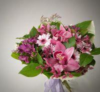 Букет с розовой орхидеей