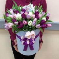 75 тюльпанов микс в шляпной коробке