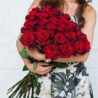 Высокие красные розы (70см)