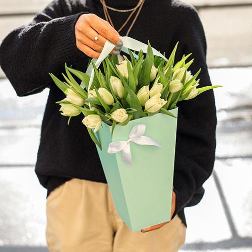 25 тюльпанов в коробке трапеция