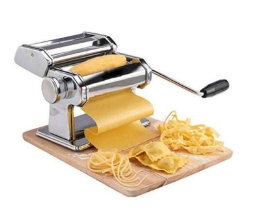 Ручная Лапшерезка - это простая в применении машинка для раскатки теста и нарезания лапши в домашних условиях.