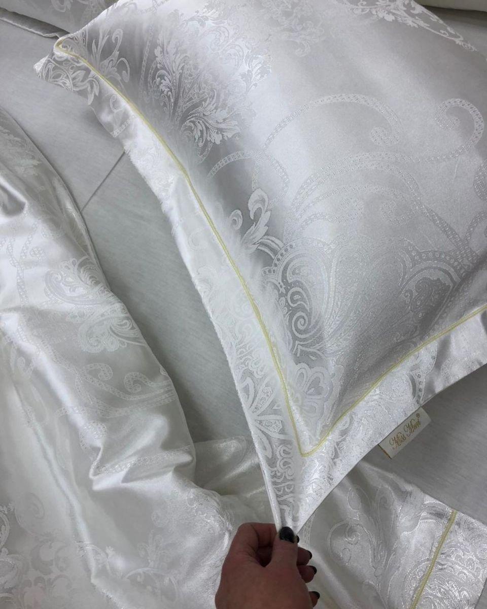 красивое белье с вышивкой