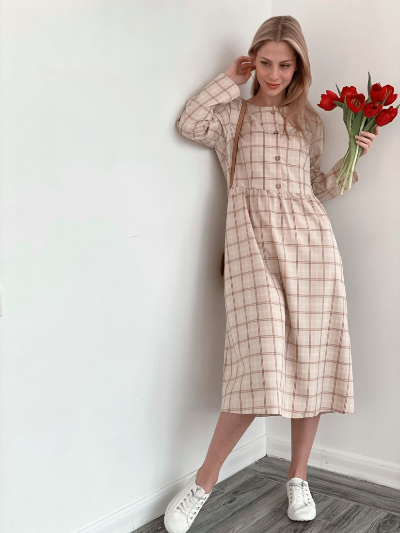 s3822 Платье в клетку бежевое