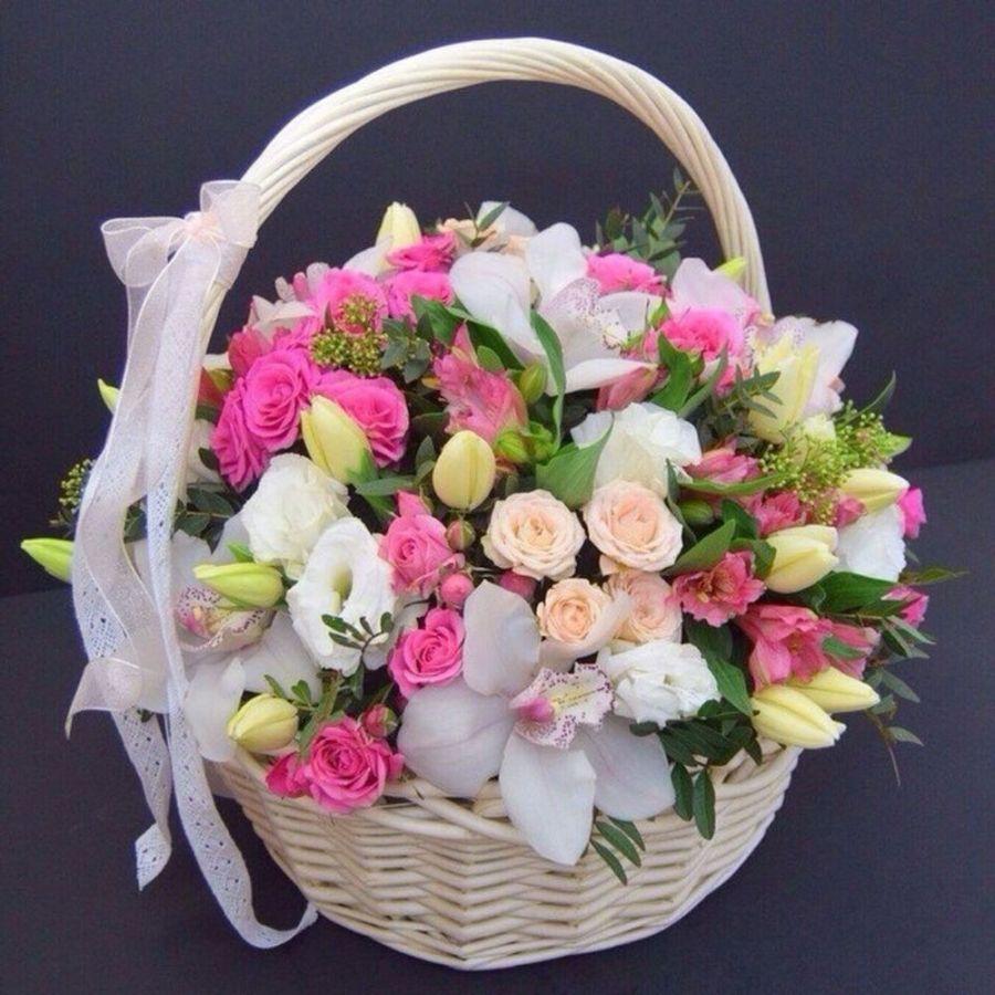 Корзина с орхидеей и розой