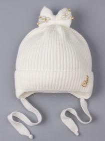 РБ 25201 Шапка вязаная для девочки на завязках, на отвороте сердечко, сверху бант, молочный
