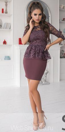 Кофейный костюм юбка карандаш и кружевная кофта с баской