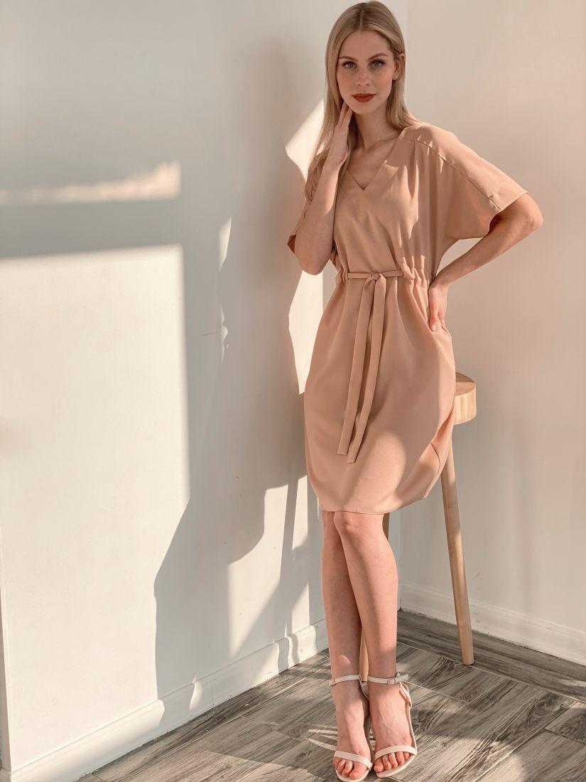 s3884 Платье свободного силуэта бежевое с кулиской
