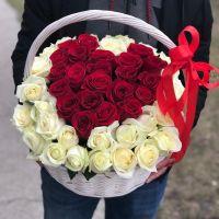"""51 роза в корзине """"Сердце"""""""