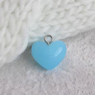 Кукольный аксессуар - Бусина-подвеска сердечко голубое